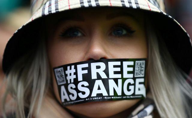 Nekdanji varuh človekovih pravic Matjaž Hanžek je dodal, da se je več uglednih strokovnjakov strinjalo, da gre v primeru Assangea za grobo kršenje človekovih pravic.FOTO: Hannah Mckay/Reuters