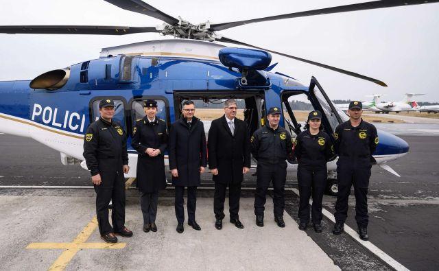 Napredna tehnologija novega modernega večnamenskega transportnega helikopterja Agusta Westland AW169 proizvajalca Leonardo Helicopters, ki je stal 14,5 milijona evrov, omogoča dnevno, nočno, instrumentalno letenje in letenje z uporabo očal za nočno gledanje. FOTO: Nebojsa Tejic/STA
