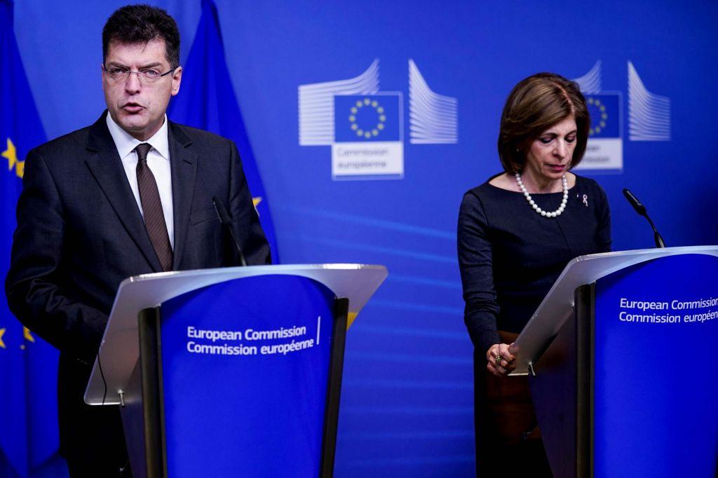 Bruselj svari pred paniko in dezinformacijami