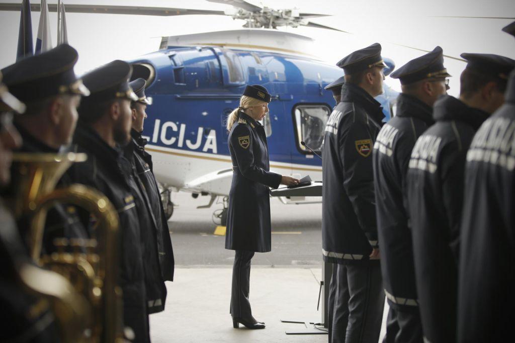 FOTO:Po 12 letih policija z novim helikopterjem