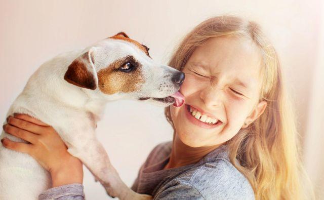 Nedavna raziskava, objavljena v PubMed, je pokazala, da že kratka interakcija s psi ali z mački poveča odpornost. FOTO: Shutterstock