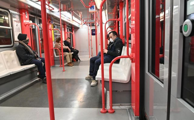 Prazen metro v središču Milana. FOTO: Andreas Solaro/AFP