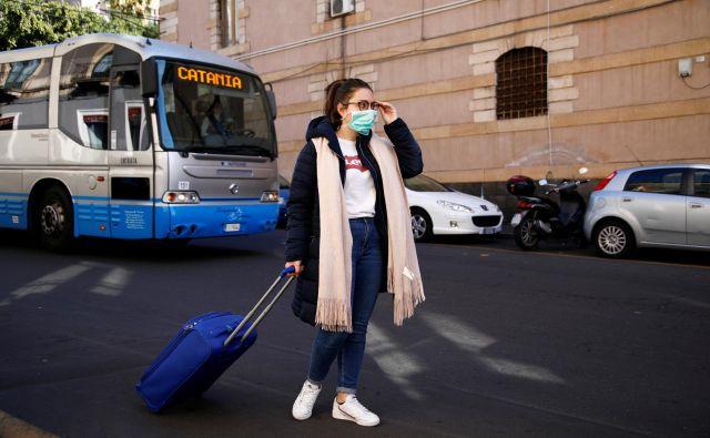 Poleg Italije, kjer je na evropskih tleh novi koronavirus najbolj prisoten, so največ obolelih in smrtnih žrtev zabeležili v Iranu in Južni Koreji. FOTO: Antonio Parrinello Reuters