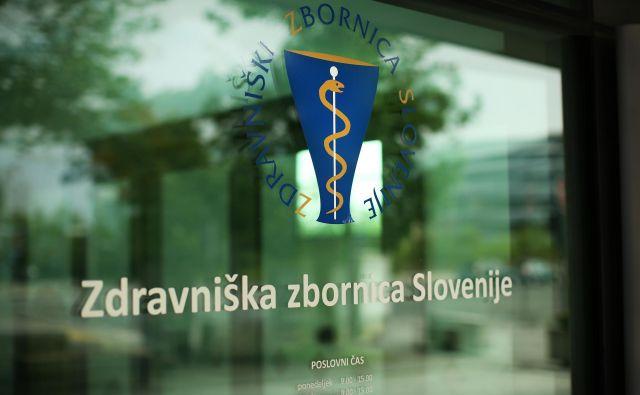 Zdravniška zbornica Slovenije se je ob pojavu koronavirusa aktivno odzvala, minister Šabeder pa ji očita, da razmere izkorišča za volitve v zbornico, ki bodo maja. FOTO: Jure Eržen/Delo