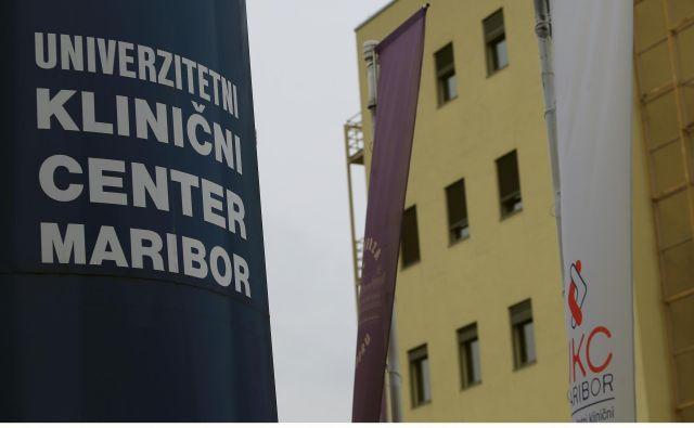 V UKC Maribor do preklica prepovedujejo obiske na vseh oddelkih. FOTO: Tadej Regent/Delo