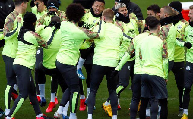Nogometaši Manchester Cityja so bili na zadnjem treningu pred prvo tekmo proti madridskemu Realu bolje razpoloženi kot vodstvo kluba. FOTO: Reuters