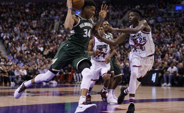 Prvi zvezdnik Milwaukeeja Giannis Antetokounmpo (levo) je v Torontu moštvo popeljal do 50. zmage v sezoni. FOTO: USA Today Sports
