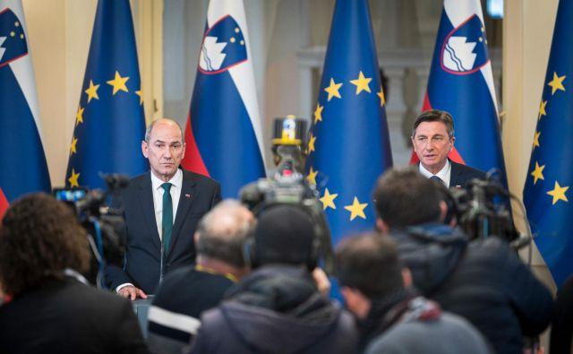 Koalicijska pogodba, ki so jo SDS, SMC, NSi in Desus že podpisali, napoveduje ključne ukrepe vlade, ki jo bo, če bo dobila podporo državnega zbora, vodil prvak SDS Janez Janša. FOTO: Jure Makovec/AFP