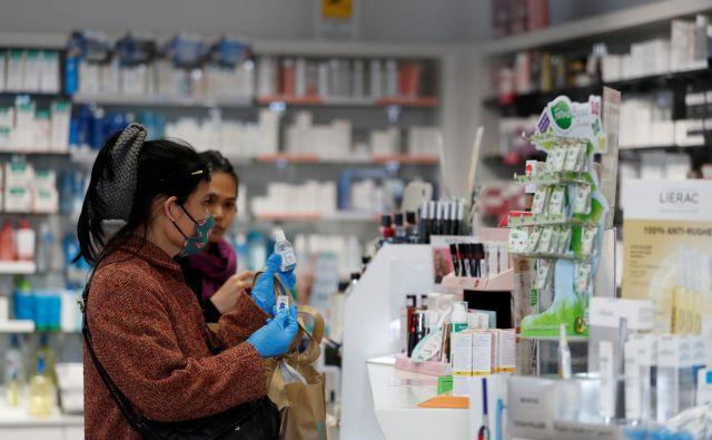 Z virusom se je v Italiji do danes okužilo najmanj 374 ljudi, od katerih jih je 12 umrlo. Foto: REUTERS/Yara Nardi