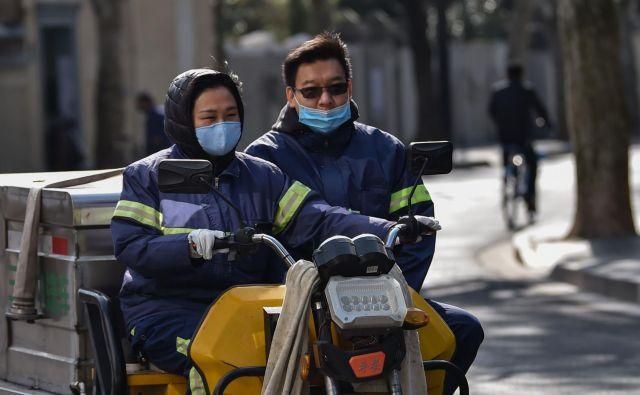 Pri WHO Kitajsko navajajo kot zgled za vse države, ki poskušajo preprečiti širjenje virusa, ki je po svetu zahteval več kot 2700 smrtnih žrtev, od katerih je bila velika večina Kitajcev.Foto Hector Retamal/ AFP