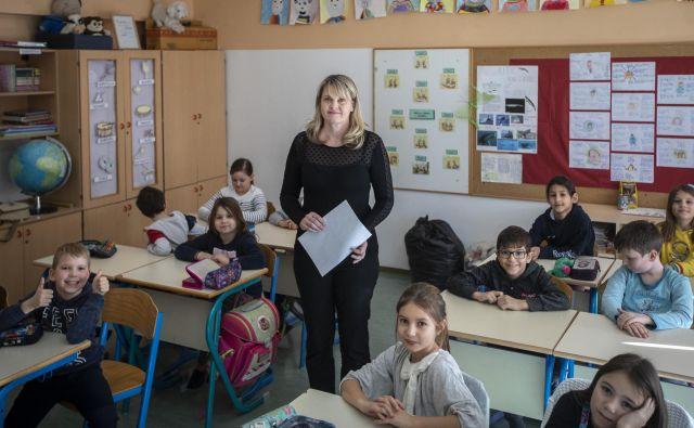 Larisa Štoka ostaja učiteljica. »Veliko ljudi je razmišljalo, ali bom šla delat v dobrodelne vode, ampak mi pomeni biti učiteljica preveč.« FOTO: Voranc Vogel/Delo