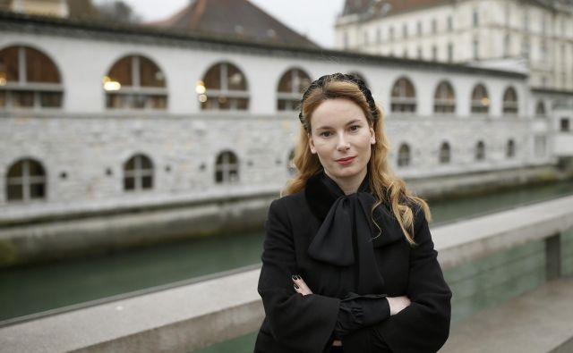 Dr. Manca G. Renko se kot raziskovalka pri mednarodnem projektu ERC Eirene ukvarja z ženskami, predvsem intelektualkami, v povojnih tranzicijah. FOTO: Blaž Samec