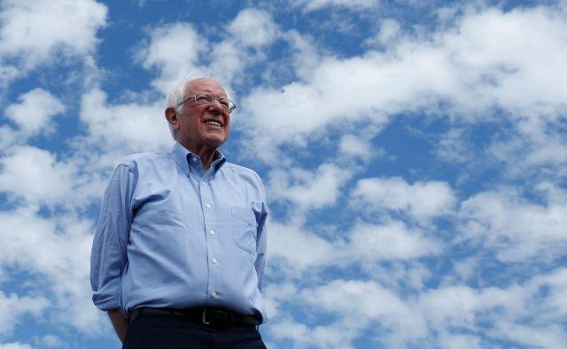 Oseminsedemdesetletni senator iz Vermonta se hitro pomika k predsedniški kandidaturi bolj leve od velikih političnih strank. FOTO: Reuters