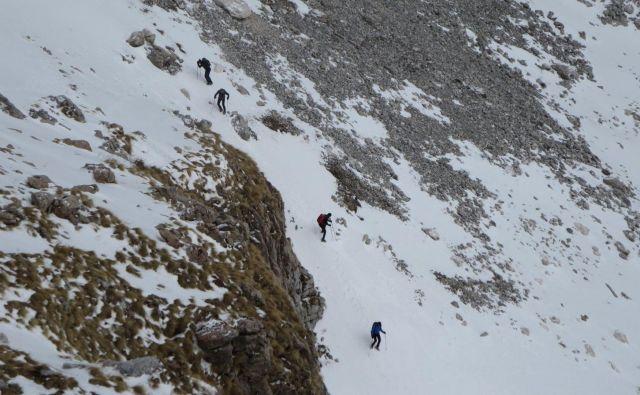 Nevarno početje štirih planincev. FOTO: Facebook GRZS
