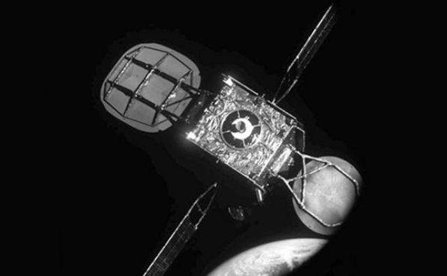 Intelsatov satelit tik pred spojitvijo, kot ga je slikal MEV 1. FOTO: Northrop Grumman