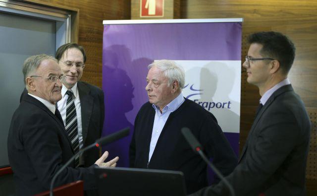 Okoliški župani in poslovodstvo Fraporta Slovenije so predstavili lani sprejeto resolucijo, ki so jo poslali na infrastrukturno ministrstvo. FOTO: Jože Suhadolnik/Delo