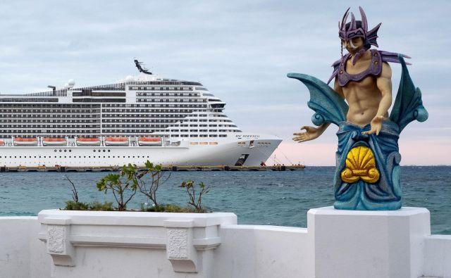 Na ladji za križarjenjeMSC Meraviglia je približno 6000 oseb. FOTO:Reuters
