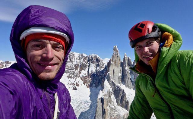 Luka Krajnc in Luka Lindič na vrhu St. Exupéryja po preplezani novi smeri Mir. FOTO: Luka Krajnc in Luka Lindič