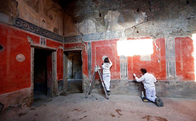 Zgradbo, ki je nekdaj služila kot bordel, na stenah krasijo številne freske. FOTO:Ciro De Luca/Reuters