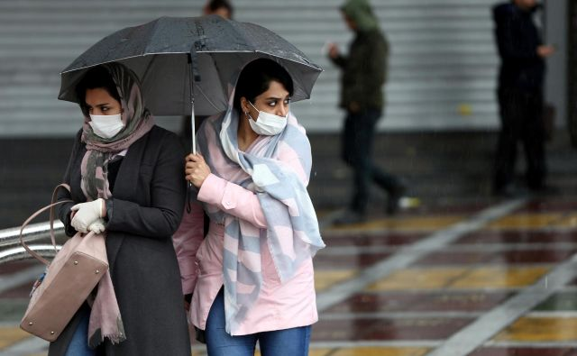 Glavnina okužb in smrti zaradi koronavirusa je prizadela iransko prestolnico Teheran. FOTO: Foto Wana News Agency/Reuters
