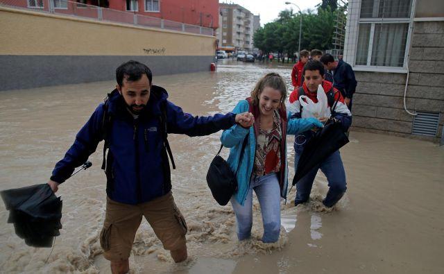 Lansko jesen so poplave hromile življenje v Španiji. Foto Reuters