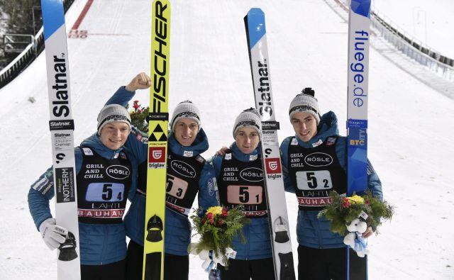 Slovenski smučarski skakalci Anže Lanišek, Peter Prevc, Cene Prevc in Timi Zajc (na fotografiji z leve) so na sobotni moštveni tekmi v Lahtiju navdušili z drugim mestom. FOTO: Reuters