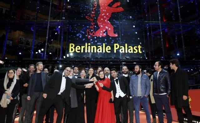 Del iranske filmske ekipe, ki je film Ni zla posnela na konspirativen način. FOTO: Reuters