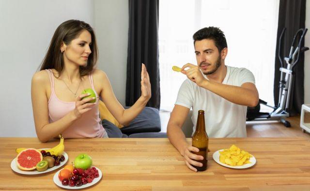 Veliko ljudi se sploh ne zaveda koliko alkohola dejansko popijejo, dokler si ne začnejo pisati prehranskega dnevnika, ko si vanj zapišejo prav vsak grižljaj ali požirek. FOTO:Shutterstock