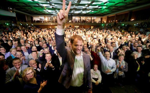 Stranka Olano, ki je v predvolilni kampanji stavila na boj proti korupciji, naj bi dobila 45 sedežev v 150-članskem parlamentu in lahko računa na mandat za sestavo nove vlade. FOTO: Reuters