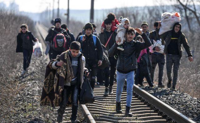 Turški notranji minister Süleyman Soylu je davi tvitnil, da je »v tem trenutku število migrantov, ki so odšli iz Turčije v Evropo, 76.358«. FOTO: AFP