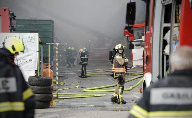 Požar v mariborski Surovini. FOTO:Uroš Hočevar/Delo
