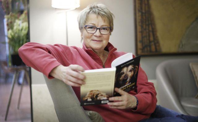 Elli H. Radinger z navdušenjem predava o tem, kaj se lahko naučimo od pasjih starčkov, in že piše novo knjigo. FOTO: Leon Vidic