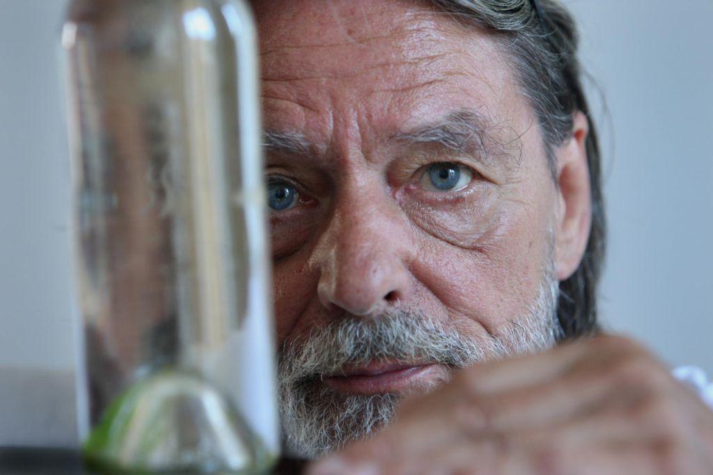 FOTO:Umrl je Ulay, svetovno priznan konceptualni umetnik, povezan s Slovenijo
