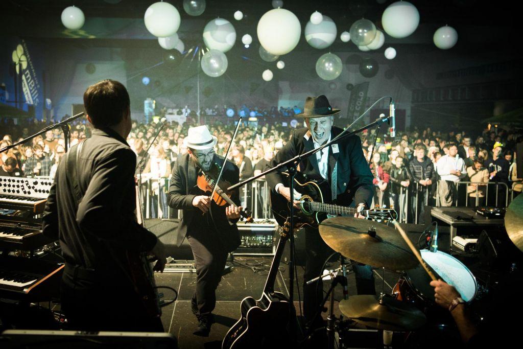 FOTO:Iztok Cergol, multiinštrumentalna polovica Kreslinovega dua
