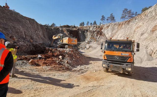 Pocenitev projekta bi dosegli tudi s spremembo mest deponiranja odkopanega materiala. Foto Boris Šuligoj