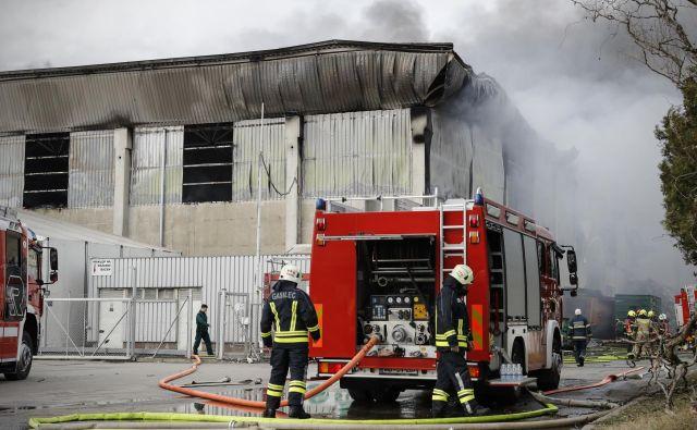 Požar v podjetju Surovina v Mariboru. FOTO: Uroš Hočevar/Delo