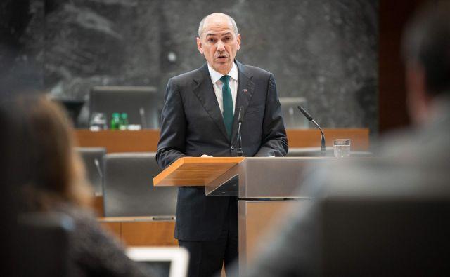 Vodja poslanske skupine SDS Danijel Krivec presenečenj ne pričakuje. Glede na stališča poslanskih skupin je po njegovi oceni verjetno, da bo glasov podpore Janši celo več, kot so predvideli. FOTO: Jure Makovec/AFP