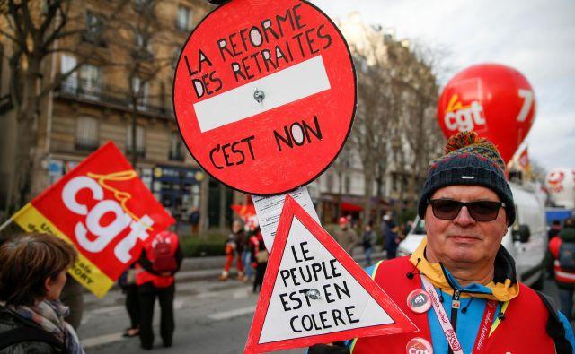 Jezni Francozi nasprotujejo pokojninski reformi.<br /> FOTO: Reuters