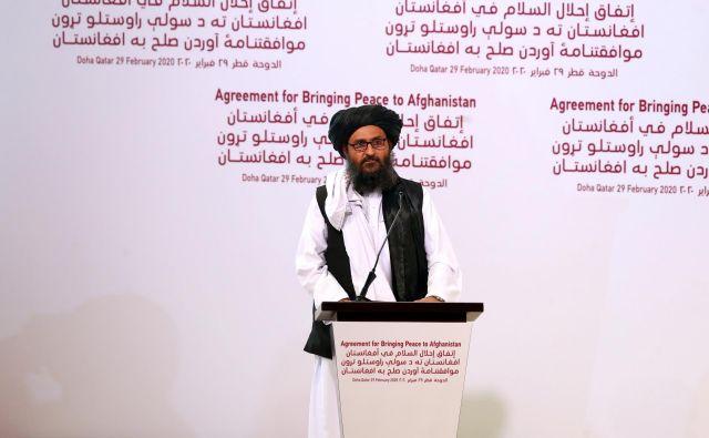 Voditelj talibov Abdul Gani Baradar je v soboto podpisal mirovni sporazum z Američani, ta teden pa se je po telefonu pogovarjal z njihovim predsednikom Donaldom Trumpom. FOTO: Reuters