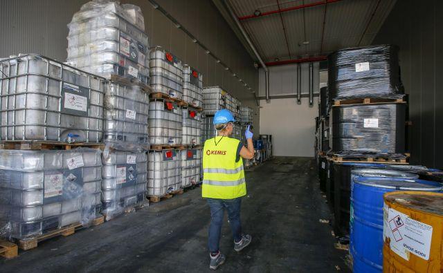 Kemisu bo Komunala Vrhnika po odločbi inšpektorjev odklopila vodo. FOTO: Matej Družnik/Delo