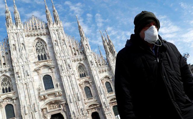 Tragična statistika smrti je še vedno najtesneje povezana z Lombardijo, kjer je doslej umrlo 73 ljudi. FOTO: Guglielmo Mangiapane/Reuters