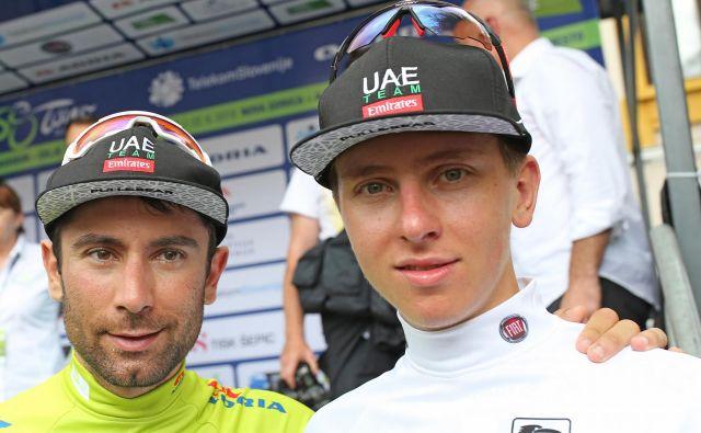 Diego Ulissi (levo) in Tadej Pogačar sta na lanski dirki po Sloveniji osvojila zeleno majico najboljšega v skupnem seštevku in belo majico najboljšega mladega kolesarja. FOTO: Tomi Lombar/Delo