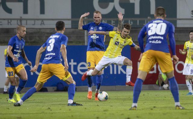 Celje in Maribor sta se pomerila že 98. v slovenskem prvenstvu, 19. zmage se je velilo Celje. FOTO: Voranc Vogel/Delo