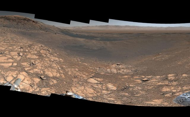 Posamezni posnetki, natančno sestavljeni v celoto, so nastali med 24. novembrom in 1. decembrom lani. FOTO: NASA/JPL-Caltech/MSSS