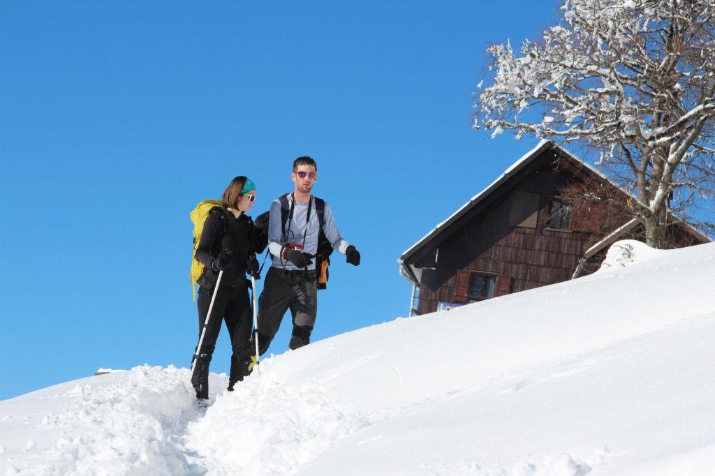 FOTO:Naj vas termometer ne zavede, v gorah je še vedno zima
