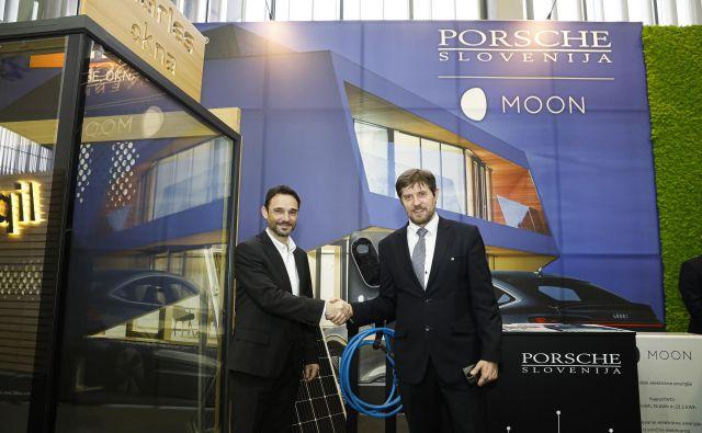 Danilo Ferjančič, generalni direktor Porsche Slovenija in Bogdan Božac, prokurist družbe Marles hiše. Foto Porsche Slovenija