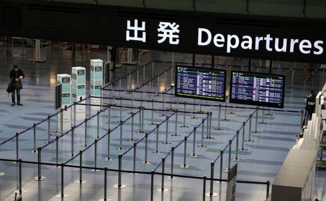 Več kot 70 držav je ustavilo ali omejilo potovanja v Kitajsko. FOTO: Reuters