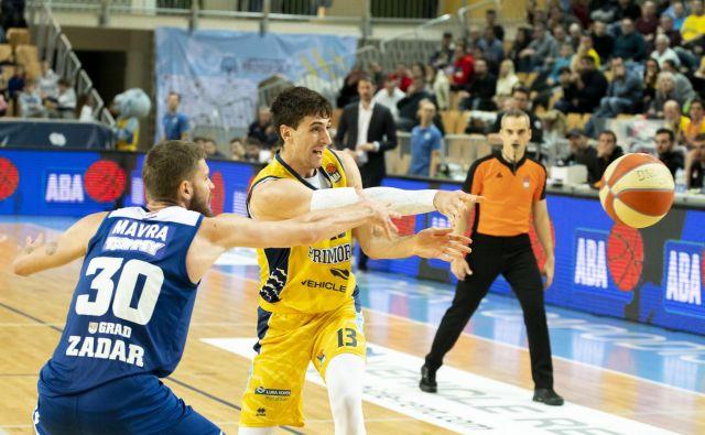 Aleksandar Lazić in soigralci so v Kopru ugnali Zadar s 83:78. Toda košarkarji, ki so po pogromu ostali v moštvu, so takrat skupaj prispevali le 11 točk. FOTO: ABA