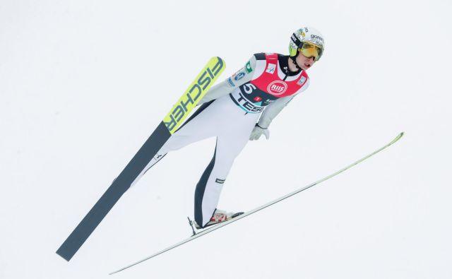 Žiga Jelar je bil šesti najboljši posameznik sobotne moštvene tekme smučarskih skakalcev na Holmenkollnu. FOTO: Reuters