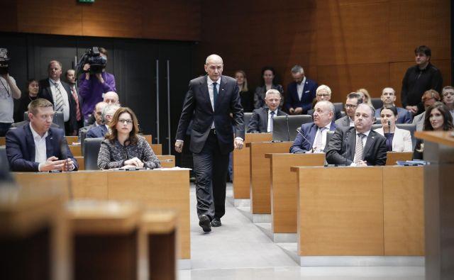 Največji parlamentarni stranki, SDS, se podpora povečuje. FOTO: Uroš Hočevar/Delo
